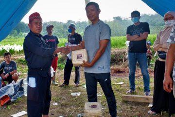 Nagitec Bagikan Hewan Kurban dan Santunan di Kampung Ciherang, Pabuaran.